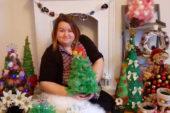 Майстриня із Збаража на Тернопільщині виготовляє на продаж еко-ялинки та новорічну атрибутику, аби допомогти сину (ФОТО)