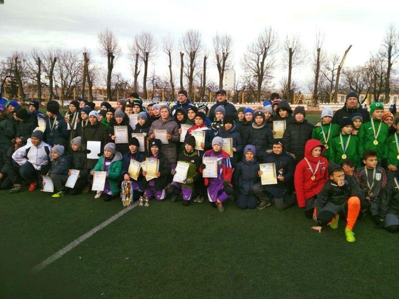 На відкритому турнірі з футболу у Хмельницькому юні тернополяни вибороли срібні нагороди
