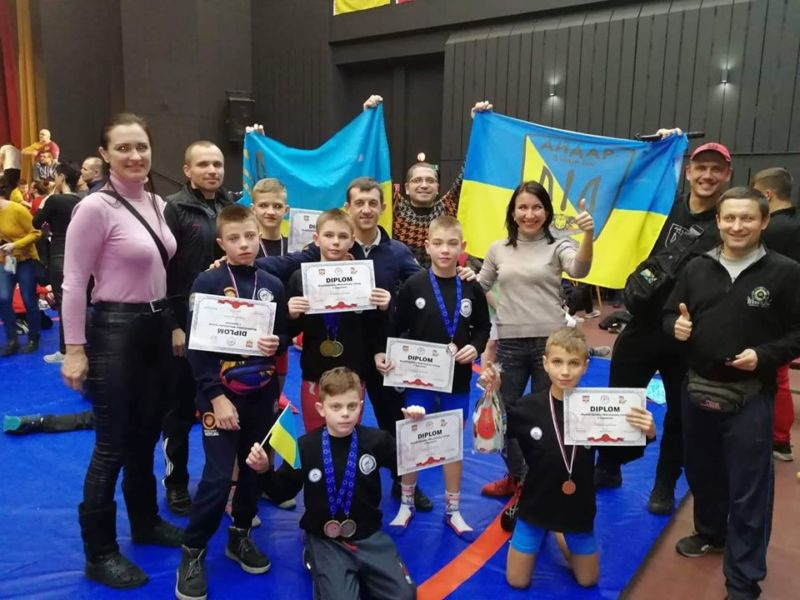 Тернопільські борці вільного стилю привезли зі Словаччини два «золота», два «срібла» і дві «бронзи» (ФОТО)