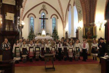 Тернопільська Народна хорова капела «Зоринка» привітала парафіян у Ризі (ФОТО, ВІДЕО)