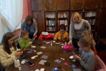 У Кременецькій міській бібліотеці для дорослих провели майстер-клас «Новорічні рукоділля» (ФОТО)