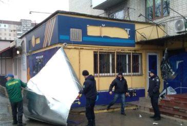 У Тернополі ще декілька вулиць очистили від реклами грального бізнесу (ФОТО)