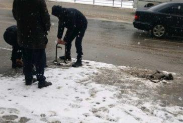 У центрі Тернополя демонтували незаконні паркувальні бар'єри (ФОТО)