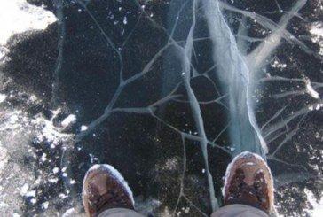 Рятувальники застерігають жителів Тернопільщини не виходити на тонкий лід: особливо рибалок