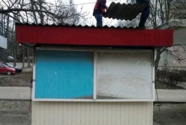 На вул. Лесі Українки в Тернополі частково демонтували нічийний кіоск (ФОТО)