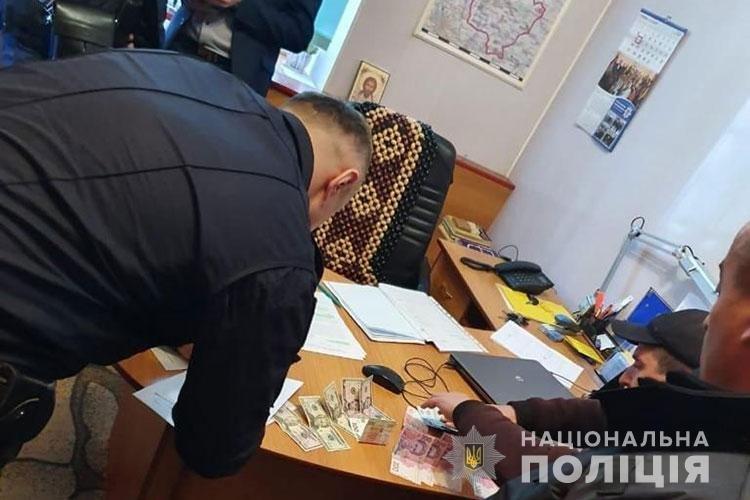 Житель Збаражчини намагався відкупитися від поліції хабарем за п'янку за кермом