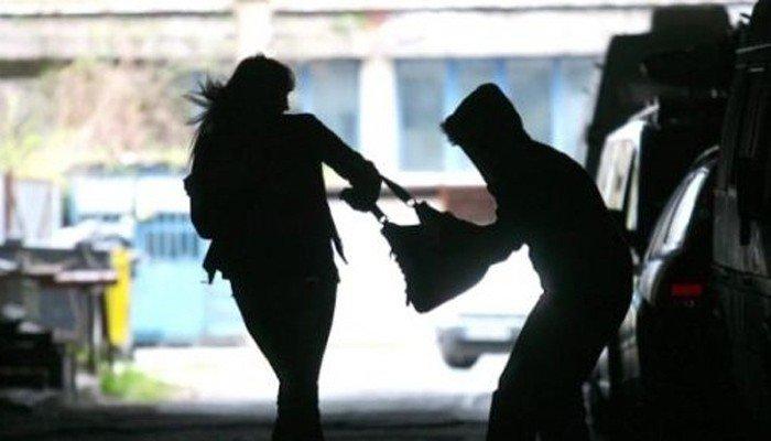 У Бережанах дві сестри напали та пограбували дівчину
