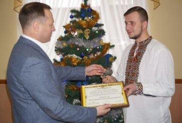 Хлопцеві-сироті, учаснику АТО з Чортківщини керівник ТОДА вручив сертифікат на придбання житла (ФОТО)