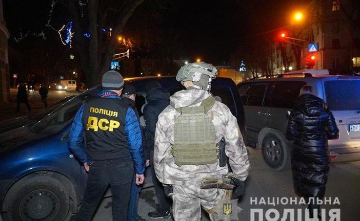 Наркотики, зброя, набої, гроші, мобільні телефони, автомобілі та особисті записники: подробиці вчорашньої масштабної спецоперації силовиків у Тернополі (ФОТО)