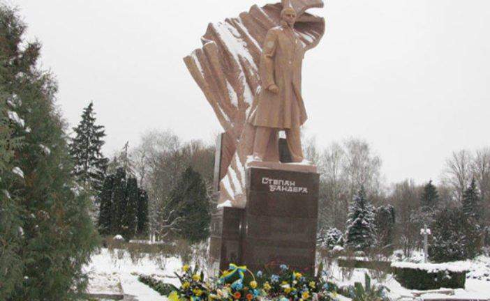 На Тернопільщині вшанували пам'ять борця за волю України Степана Бандери