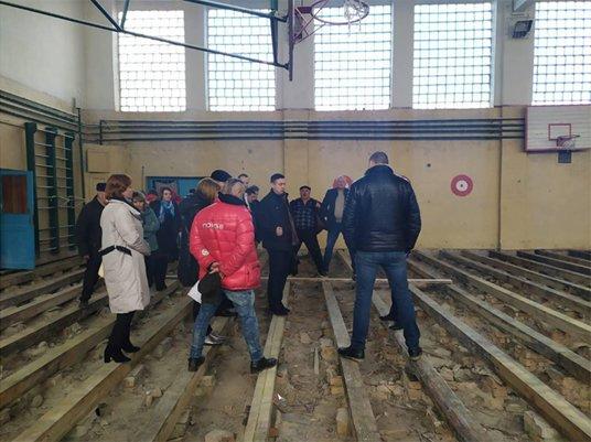 Поліція Тернопільщини перевіряє чи було зловживання під час ремонту спортзалу у Лановецькій школі