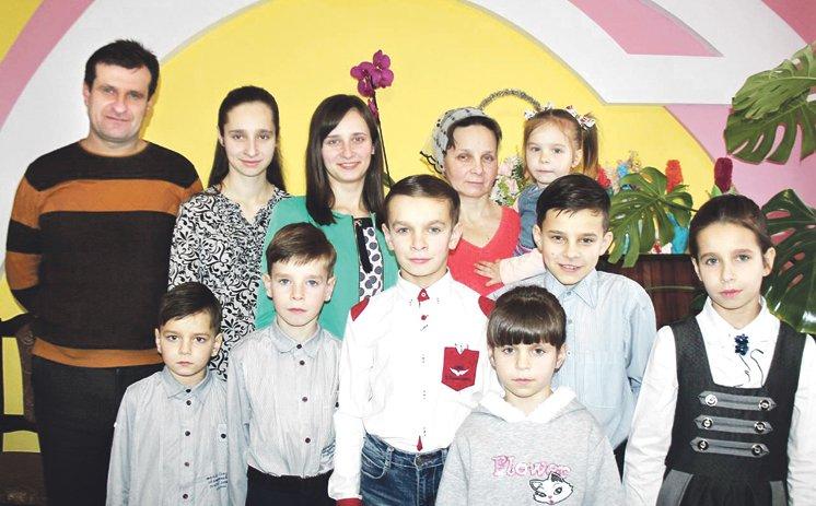Щастя, помножене на дев'ять: у родині Стельмащуків з Жолобок на Шумщині – четверо синів та п'ятеро доньок