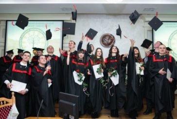 Випускникам факультету аграрної економіки та менеджменту ТНЕУ вручили дипломи магістра (ФОТО)