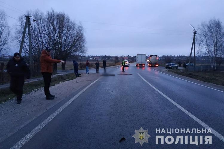 Смертельна ДТП на Тернопільщині: поблизу Кременця невідомий збив чоловіка та втік