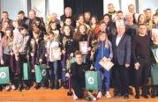 Спортсмени з Тернопільщини – одні з кращих в Україні: у Кременці нагородили кубками найуспішніших вихованців і тренерів ОДЮСШ із зимових видів спорту