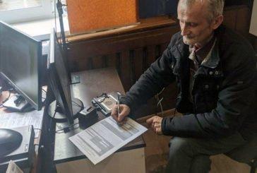 Учитель з Бережан перший у районі вніс електронний підпис на ID-картку (ФОТО)