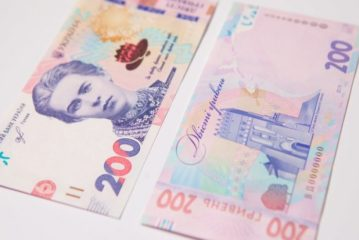 НБУ вводить у обіг оновлену банкноту 200 гривень (ФОТО, ВІДЕО)