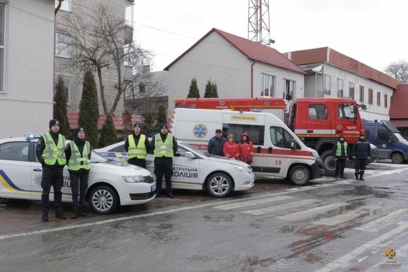 Тернопільські рятувальники долучились до профілактичної акції «Увага, спецсигнал!» (ФОТО)