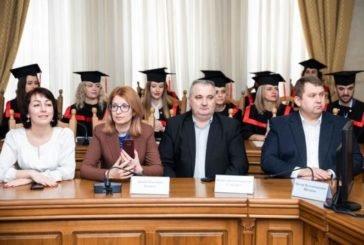 Випускникам Навчально-наукового інституту публічного управління ТНЕУ вручили дипломи магістрів (ФОТО)