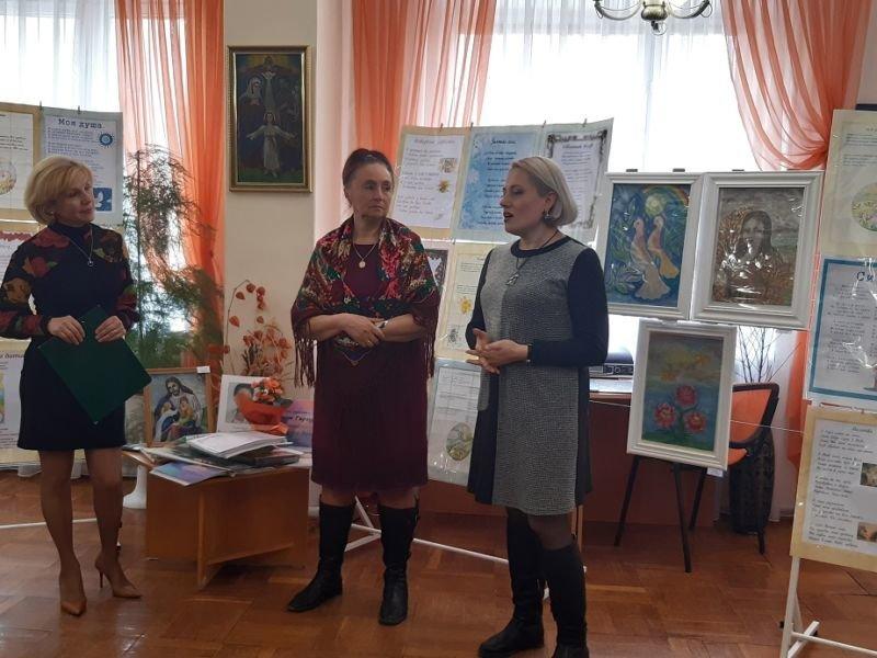 «Відлуння душі» Галини Гаргури: у бібліотеці для молоді відбулася виставка ікон і  презентація віршів талановитої тернопільської вчительки