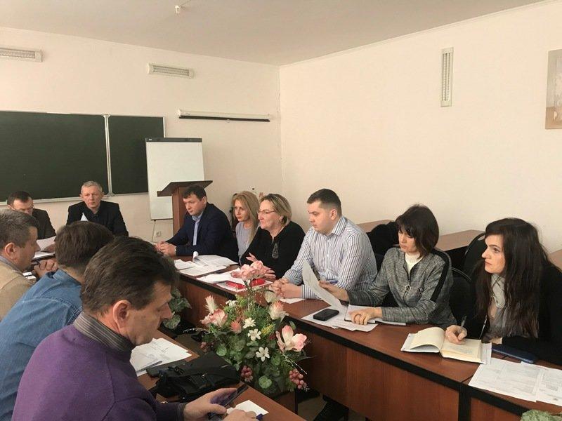 На Тернопільщині обговорили напрямкидетінізації ринку праці в будівельній галузі