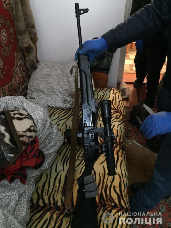У жителя Борщівщини вилучили більше сотні набоїв, карабін і дві гранати
