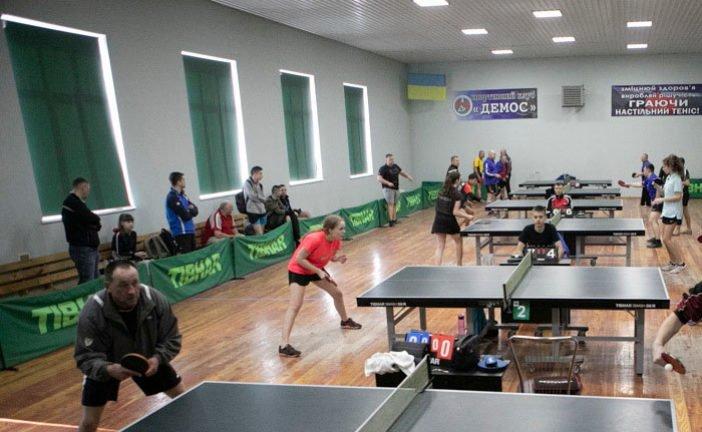 Найкращі гравці настільного тенісу із чотирьох областей змагалися на чемпіонаті у Кременці