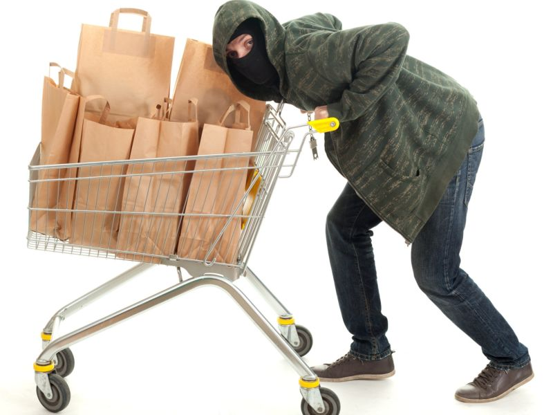 Житель Тернополя обікрав 11 магазинів, тепер 5 років сидітиме за ґратами