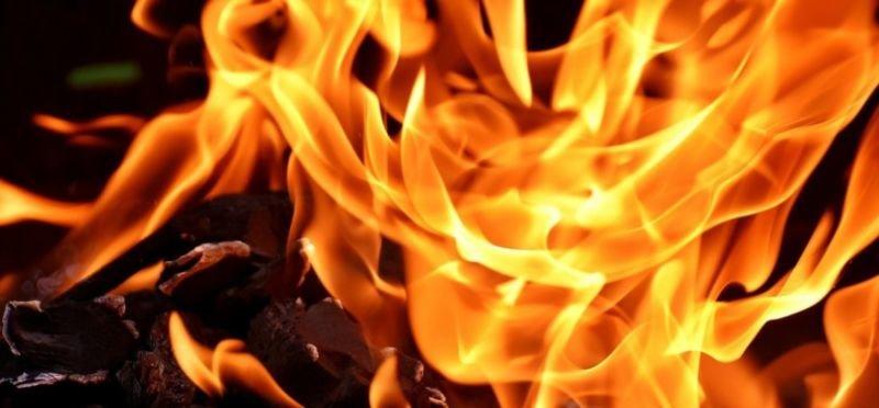 На Бучаччині у перший день Великодня згоріло авто