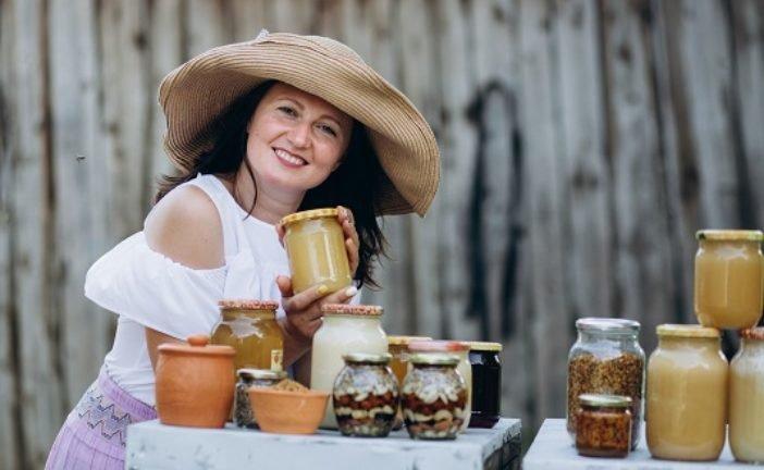 Вітаміни з вулика: як зміцнити імунітет продуктами бджільництва знає тернопільська пасічниця Наталка Потурай