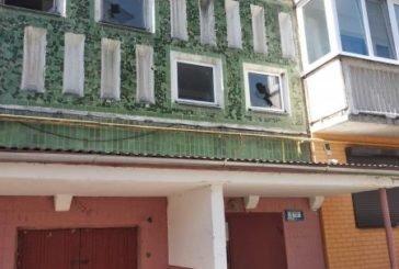 Хто розбив вікна у тернопільській багатоповерхівці на просп. Злуки (ФОТО)