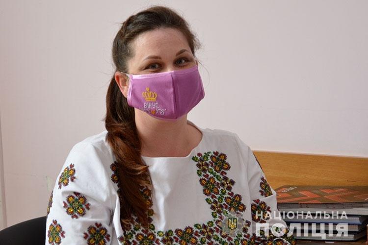 Тернопільські медики в День вишиванки вдягнули вишиті маски (ФОТО)