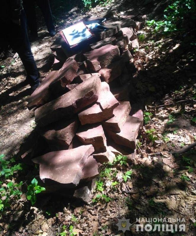 На території Бучацького району поліцейські впіймали викрадача каменю