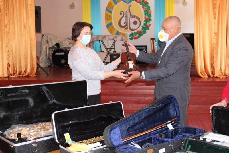 Бережанська школа мистецтв отримала нові музичні інструменти