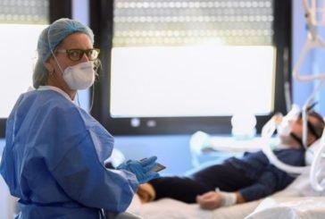 У Тернополі медики, які борються з COVID-19, отримали по 10 000 гривень премії