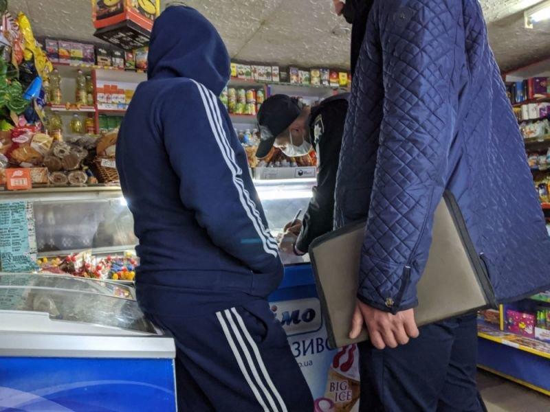 У Тернополі, попри заборону, вночі торгують алкоголем (ФОТО)