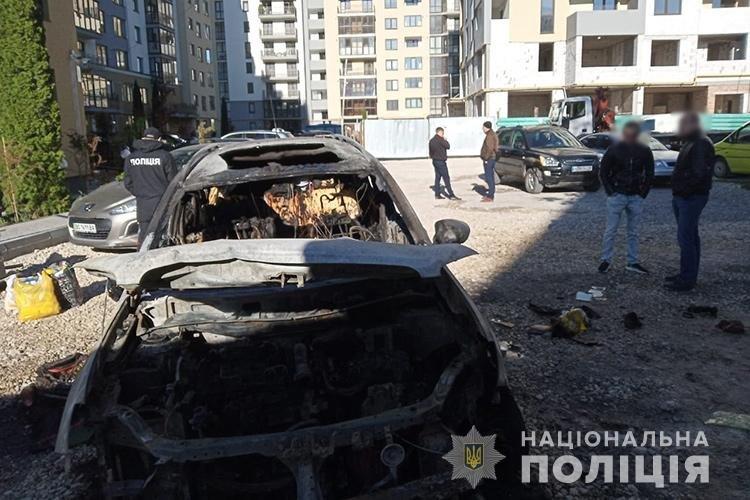 Упіймали двох тернопільських боксерів, причетних до підпалу автомобіля Nissan Qashqai (ФОТО)