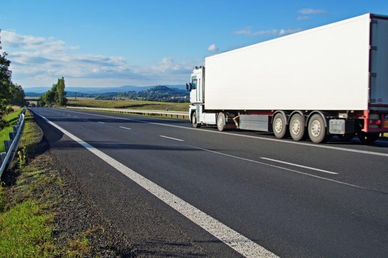 На Тернопільщині влітку, в спекотні дні, обмежать рух вантажівок вагою понад 24 тонни