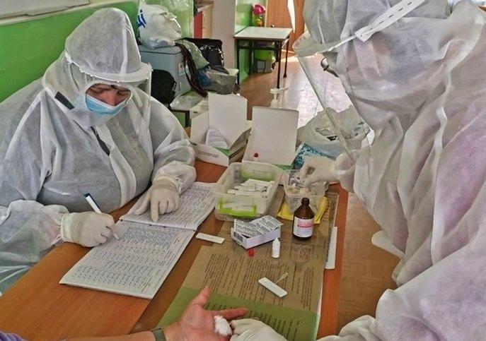 У Тернополі на коронавірус тестували працівників дитсадків, спортивних шкіл і транспорту
