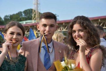 У Тернополі школярка вдягне на випускний сукню зі шлейфом у 100 метрів