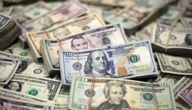 Долар продовжує зростати