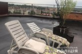 У Тернополі чоловік вирощував коноплю на даху дев'ятиповерхівки (ФОТО)