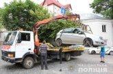 На вулицях Тернополя з'явився евакуатор, який забирає неправильно припарковані автівки