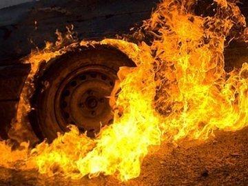 На Тернопільщині згоріли дві автівки