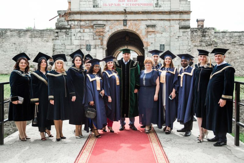 Випускники юрфаку ТНЕУ отримали дипломи (ФОТО)