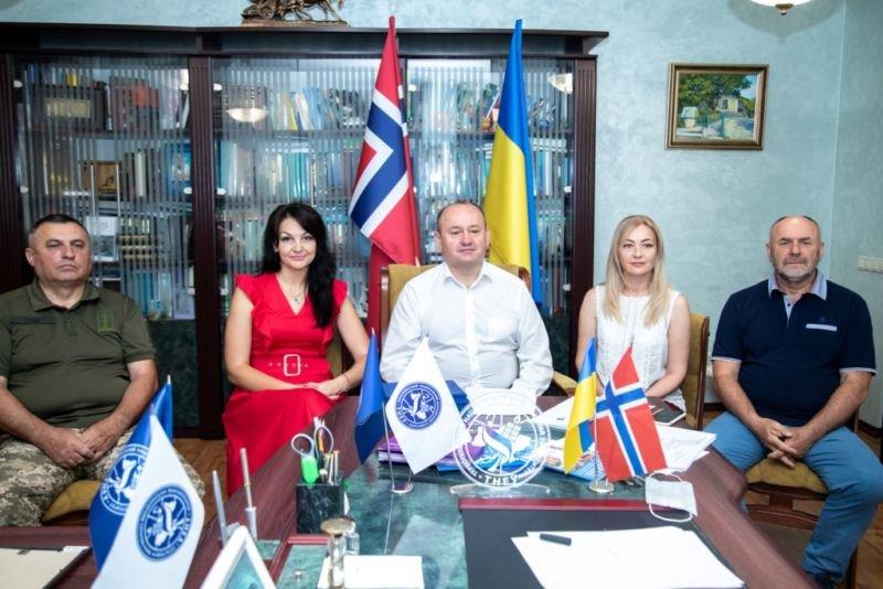 У ТНЕУ знову випускний: завершили навчання військовослужбовці – учасники проєкту «Норвегія – Україна» (ФОТО)