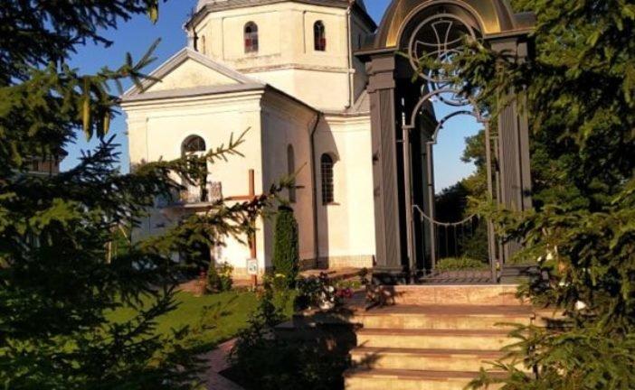Проща в Улашківцях на Тернопільщині: чудотворні ікони, особлива атмосфера умиротворення та відпуст в унікальній Базиліці Різдва Пресвятої Богородиці (фото)
