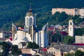 Заграйте, дзвони, в Петра святині: у Чорткові на Тернопільщині відзначили свято величного місцевого храму (фото)