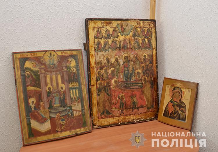 Тернопільські правоохоронці повернули три старовинні ікони, вкрадені у храмі на Хмельниччині