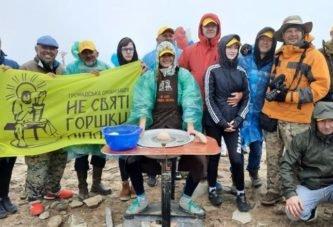 Рекорд на Говерлі: вперше на цій вершині майстри з Тернопільщини та інших регіонів на гончарному колі виготовили традиційні українські вироби